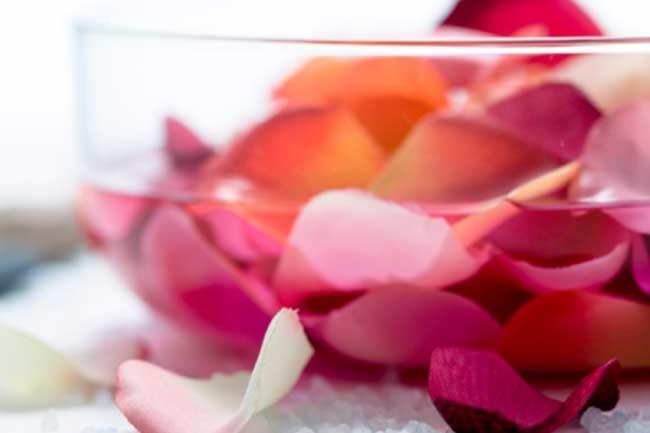 नॉर्मल स्किन के लिए गुलाब जल, ग्लिसरीन और फिटकरी का टोनर