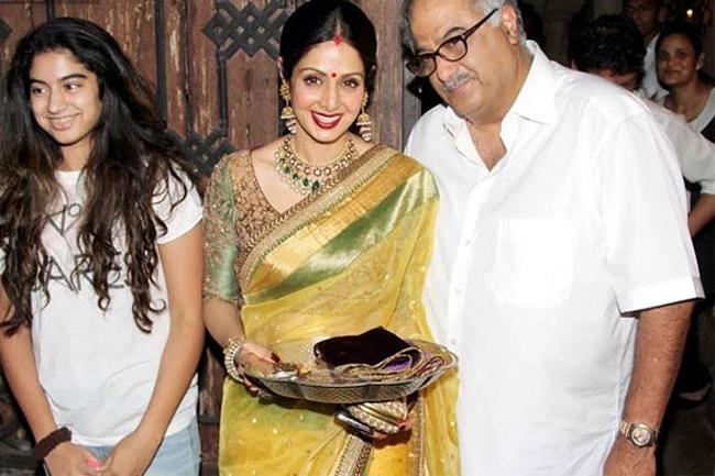 करवाचौथ पर श्री देवी परिवार के साथ