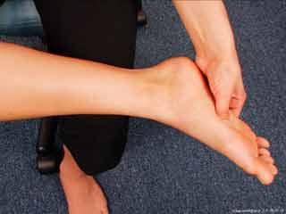 मधुमेह में पैरों पर असर के लक्षण