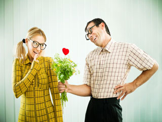 शर्मीली लड़की से डेट के दौरान इन 9 चीजों पर आयेगा प्यार और गुस्सा