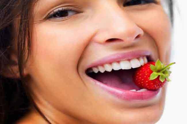 दांतों की सफेदी के लिए फल