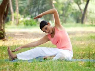 योगासनों को करते वक्त आप हो सकते हैं चोटिल
