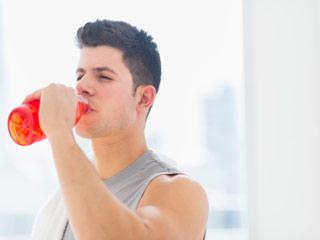 एनर्जी ड्रिंक और दिमाग की क्षति के बीच संबंध
