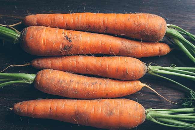 गाजर खाएं