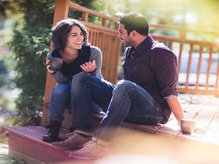 जानें क्यों पुरुषों को लगता है बीवी से बेहतर होती है गर्लफ्रेंड