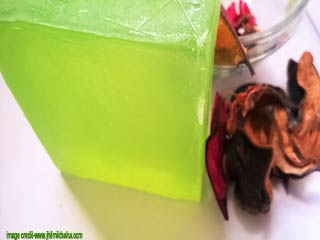 Learn to make aloe vera soap