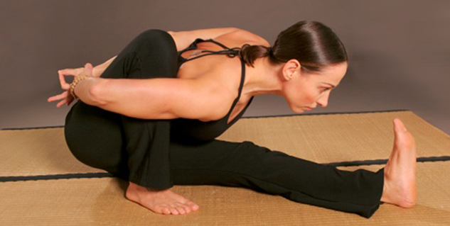 marichyasana in hindi