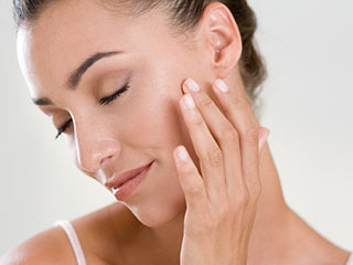Amazing uses of baby powder for beauty