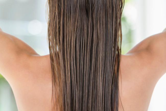 बालों में लगाएं