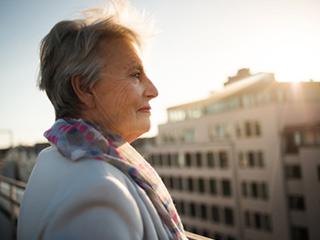 बुढ़ापे के प्रति तनाव संभालने में मदद करता है सकारात्मक भाव