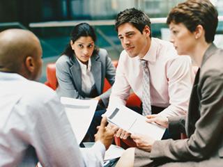 जानें प्रभावी तरीके से बात करने पर कैसे बढ़ता है सामाजिक दायरा