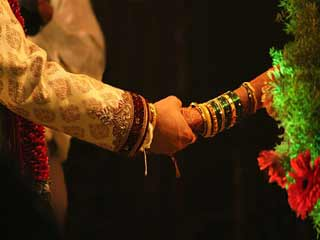 जानें क्यों शादी से दूर भाग रहे हैं युवा