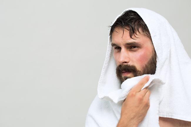 दाढ़ी को साफ रखें