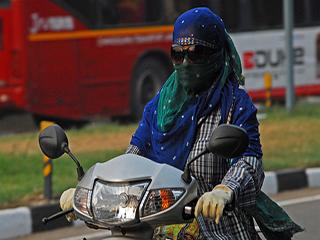 मुंह को रुमाल या स्कार्फ से ढकने के बाद भी होता है प्रदूषण का असर