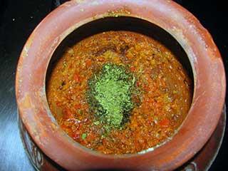 मिट्टी की हांडी में खाना पकाना प्रेशर कुकर से बेहतर, जानें इसके फायदे