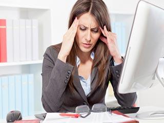 ऑफिस में जब कोई करने लगे परेशान, तो ऐसे पाएं निदान!