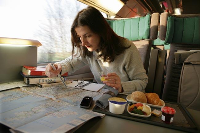 यात्रा के दौरान खाना खाना