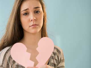 20 की उम्र में ही दिल टूटने से ये चीजें सीखते हैं आप!