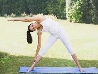 त्रिकोणासन करें, गर्दन को मजबूत बनाएं और अच्छी सेहत पाएं!
