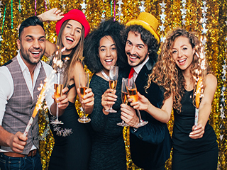 नए साल के जश्न में ज्यादा खाने और पीने से ऐसे बचें!