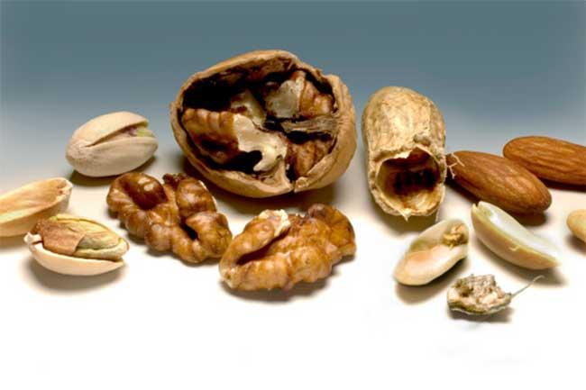 मूंगफली और अखरोट