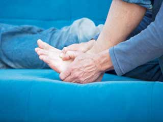 यूरिक एसिड कम कर गाउट के दर्द को दूर करने वाले 5 जूस