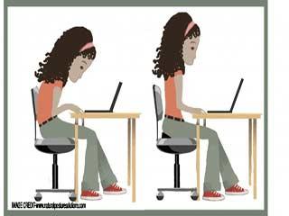 बैठने के इन पॉस्चर्स से होता है पीठ दर्द