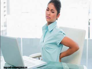 गैजेट्स के कारण क्यों बढ़ रहा है गर्दन और पीठ का दर्द