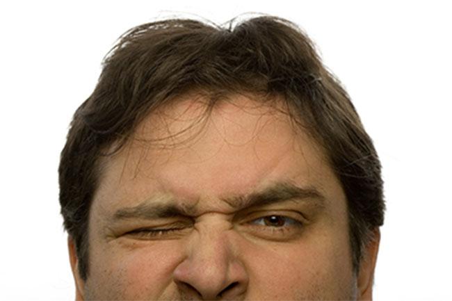 आंख फड़कना बंद कैसे करें