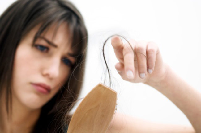 बालों के झड़ने की समस्या को दूर करें