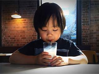 जानें क्या है दूध पीने का सही समय: सुबह या रात