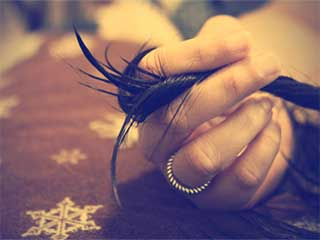 7 कारणों से स्वाभाविक रूप से नहीं बढ़ पाते सिर के बाल