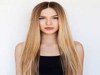Learn how to pull off middle parting hairstyle in style
