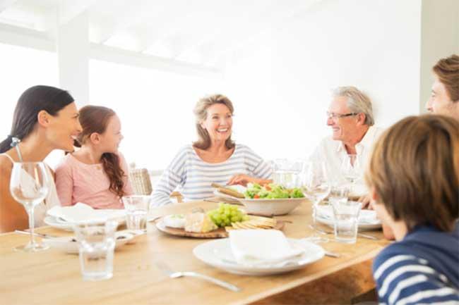 परिवार के साथ खाना खाने के फायदे