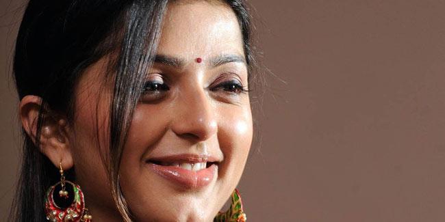 Nailed it: Bhumika Chawla calls size zero women as hangers