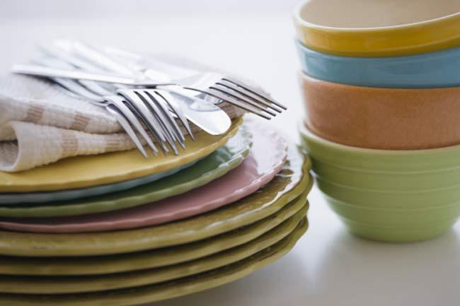 रंगीन प्लेट में खायें