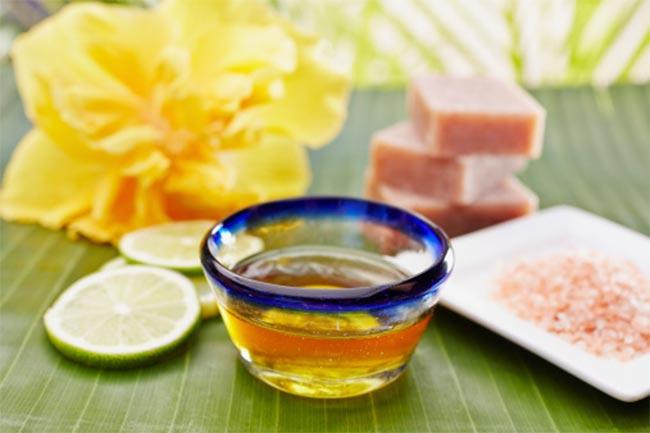 शहद और गुलाब जल पैक (Honey & rose water face pack)