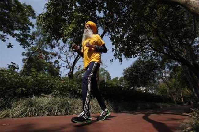 मैराथन धावक फौजा सिंह (104 साल)