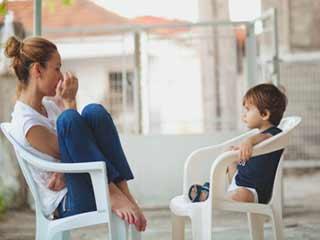 इन कारणों से अपनी मातृभाषा में ही करें बच्चों से बात
