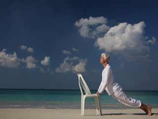 बुजुर्गों के लिए कुर्सी पर बैठकर किये जाने वाले 5 योगासन
