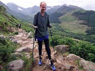 हाथ-पैरों के बिना 14 हजार फीट से अधिक ऊंची चोटी को फतह करने वाला जांबाज
