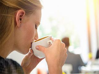 सुबह की कॉफी से कैलोरी कम करने वाले इन ट्रिक्स को जानें
