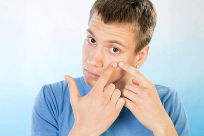 त्वचा को बेहतर बनाने व मुंहासे दूर करने में