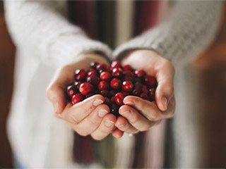 Make your own cranberry face pack at home