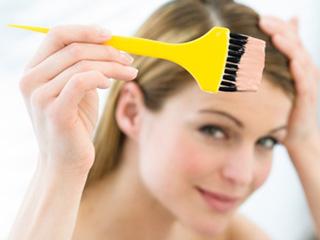 बालों का कलर उतारने के लिए क्या है बेकिंग सोडा का सही प्रयोग? जानें