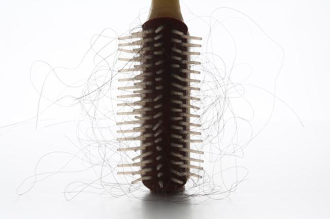 बालों का झड़ना रोके