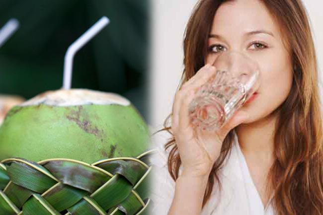 पानी और नारियल पानी