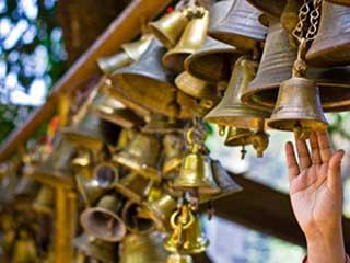 मंदिर में घंटी बजाने के स्वास्थ्य फायदों के बारे में जानें