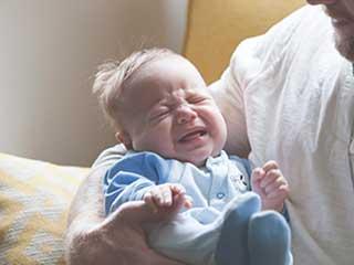 जानें क्यों जरूरी है बच्चों का रोना