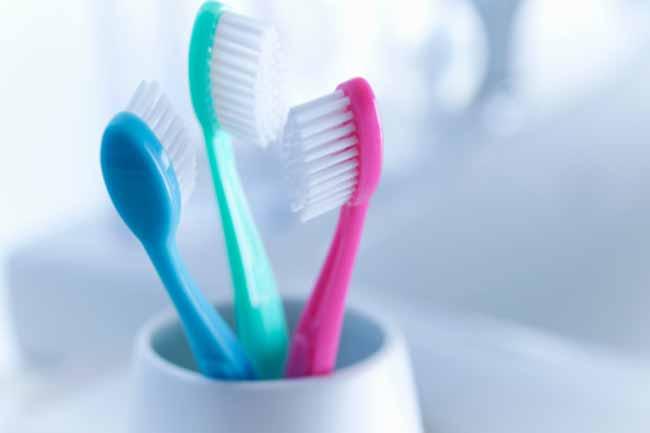 टूथब्रश का इस्तेमाल